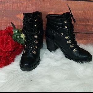NWOB G by guess jollyn block heel booties sz 9